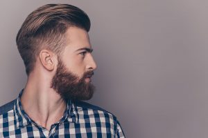 barba-clapas-tratamiento-alopecia-areata-hombre-pelo-dermatologia-dr-lopez-gil-consulta-barcelona-clinica-teknon