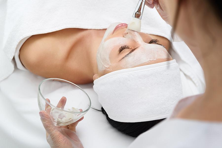 peeling-salicilis-glicolic-benestar-cuidarse-purificar-hidratar-piel-vitaminas-dermatologia-dermatologo-dr-lopez-gil-teknon-barcelon