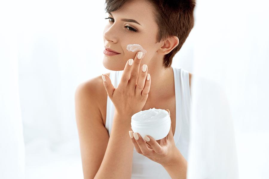 crema-hidratante-mujer-arruguas-arruga-revisio-cream-dermatologia-dermatologo-dr-lopez-gil-teknon-barcelona