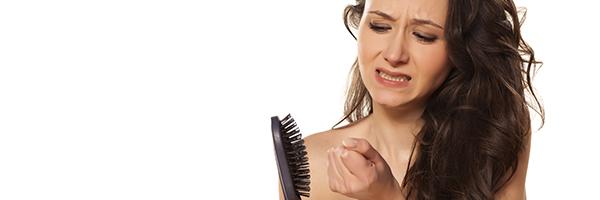 alopecia-femenina-mujeres-dermatologo-clinia-dermatologica-barcelona-teknon-dr-lopez-gil