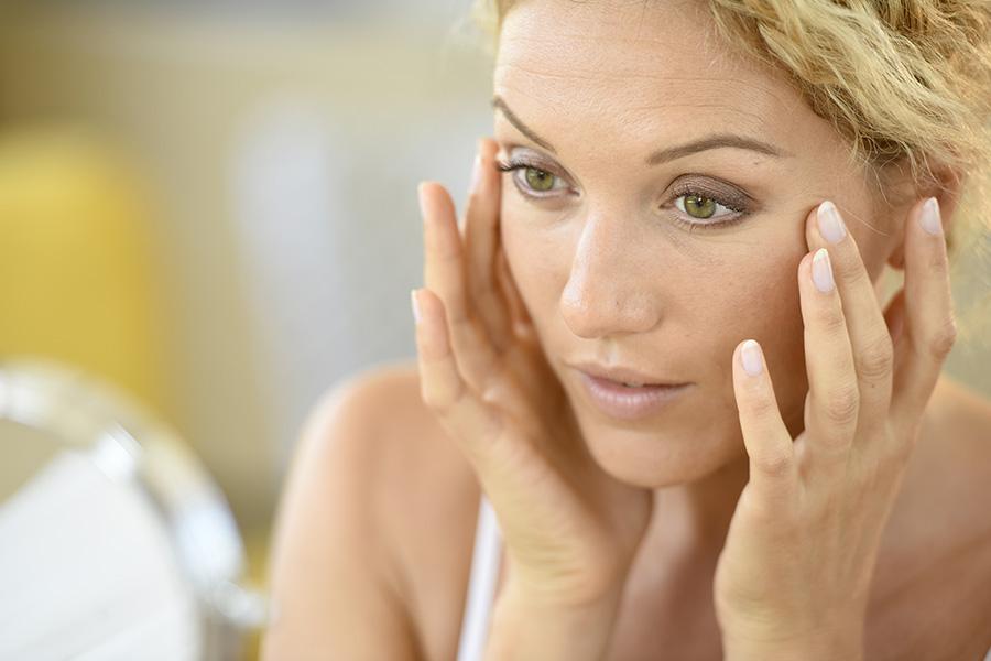 eliminar-arrugas-patas-gallo-estetica-belleza-antiaging-dermatologo-clinica-estetica-barcelona-dermatologia-dr-lopez-gil-consulta-barcelona-teknon