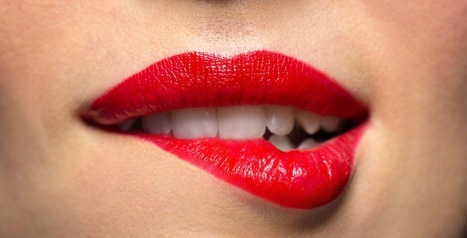 relleno-aumento-labios-carnosos-clinica-estetica-acido-hialuronico-tractamento-mejor-clinica-estetica-barcelona-dermatologo-dermatologia-dr-lopez-gil-consulta-teknon