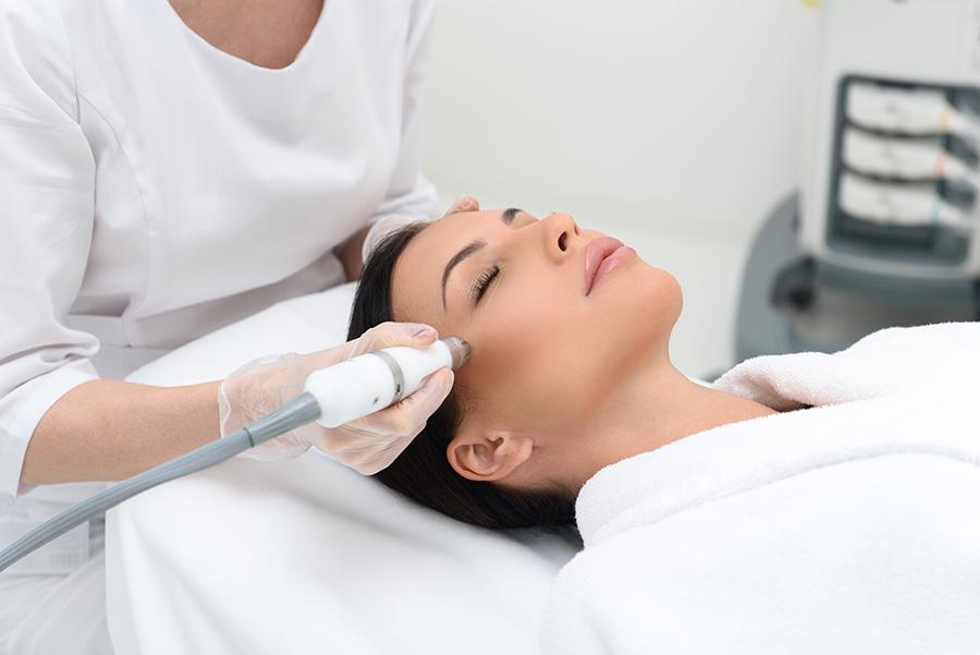 tratamiento-laser-co2-marcas-acne-quistico-dermatologo-barcelona-dr-lopez-gil-teknon-dermatologia